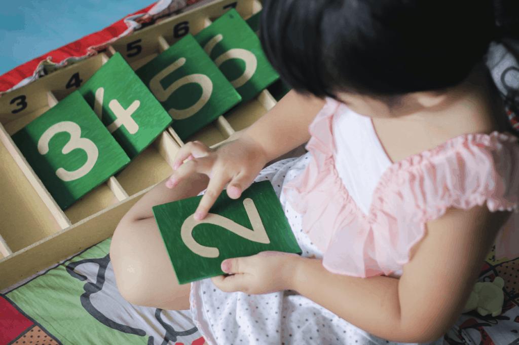 Cómo enseñar matemáticas con cuentas Montessori - Montessori for today 3