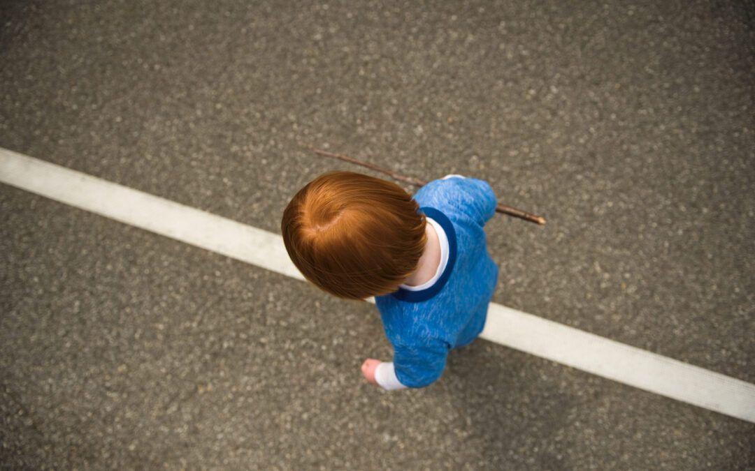La actividad Montessori Walking the Line – La mamá con mentalidad Montessori