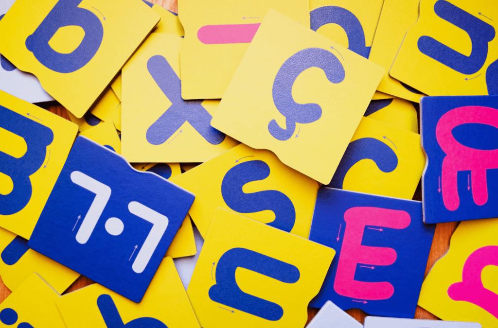 ¿Cómo funcionan las letras de papel de lija Montessori?